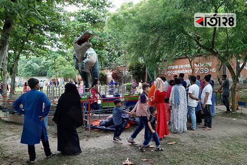 চুয়াডাঙ্গায় শিশুদের দমাতে পারেনি বৃষ্টি