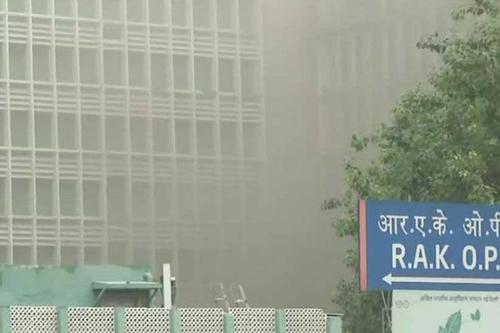 Fire breaks out in Delhi hospital