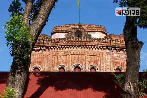 নকশার অপরূপ সৌন্দর্যে ভরা কান্তজিউ মন্দির