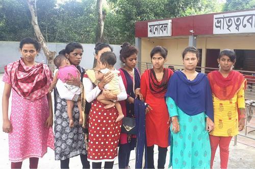 ভারতে পাচার হওয়া ৯ নারী-শিশুকে বেনাপোলে হস্তান্তর