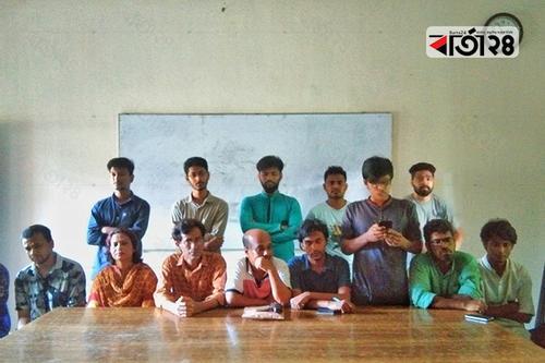 ৬ দাবি আদায়ে আন্দোলনে জাবি শিক্ষার্থীরা