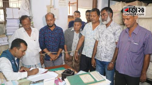 নোয়াখালী সেটেলমেন্ট অফিস থেকে ৫ দালাল আটক