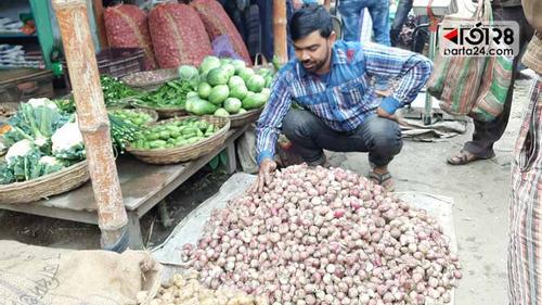চুয়াডাঙ্গায় পেঁয়াজের দাম কেজিতে কমেছে ৮০ টাকা