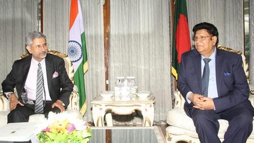 Foreign minister cancels Delhi visit