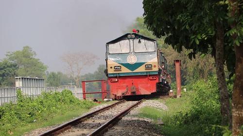 কুমিল্লায় 'চট্টলা এক্সপ্রেস' ট্রেনে আগুন