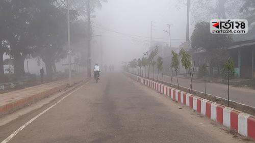 কুয়াশার চাদরে ঢাকা ময়মনসিংহ