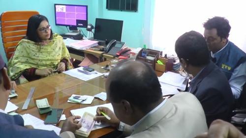 ঝালকাঠির পাসপোর্ট অফিসে দুদকের হানা: নগদ টাকাজব্দ