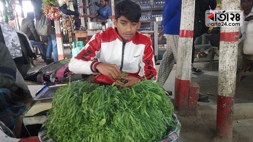 শাক বিক্রেতা মোস্তাফিজুরের শীত কাটে 'কলাই শাকে'