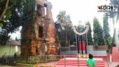 লাল-সবুজের বর্ণিল সাজে উত্তরবাংলা কলেজ