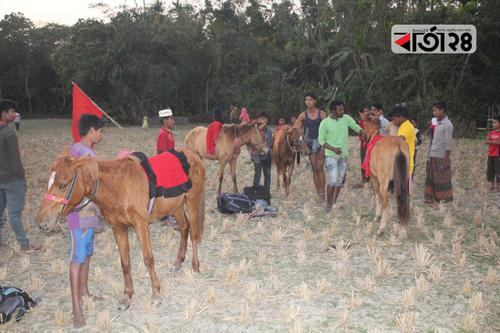 ঝালকাঠিতে ঐতিহ্যবাহী ঘোড়দৌড় প্রতিযোগিতা অনুষ্ঠিত