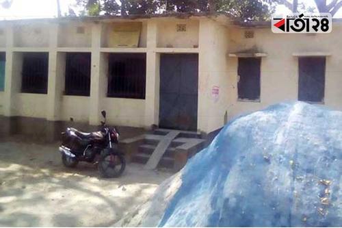 তালা ঝুলছে মাগুরা স্বাস্থ্য কেন্দ্রে