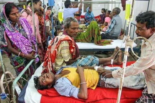 ভারতের দুই প্রদেশে ভেজাল মদে ৭০ জনের মৃত্যু