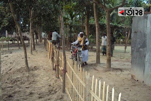 সাদুল্লাপুরে রাস্তা কেটে বন্ধ করে দেওয়ার অভিযোগ, চলাচলে দুর্ভোগ