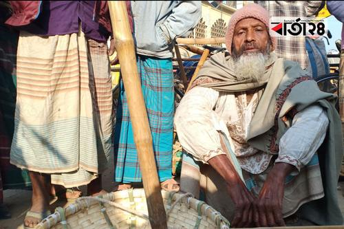 শিক্ষিত আব্দুল বারী আজ দিনমজুর