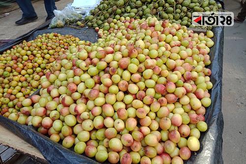 চট্টগ্রামে কাঁচাবাজারে মিলছে সুস্বাদু আপেল কুল
