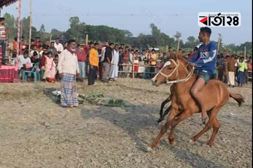 বগুড়ায় তিন দিনব্যাপী ঘোড়দৌড় প্রতিযোগিতা