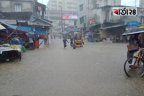 চট্টগ্রামে ভারী বর্ষণে নাকাল নগরবাসী