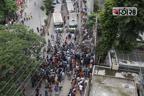 Rickshaw ban: Rickshaw-pullers block Dhaka streets, commuters suffer