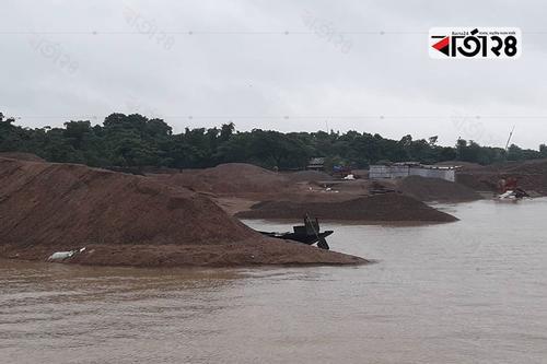 জাদুকাটা নদী: নুড়ি পাথরের ইজারা নিয়ে বালু উত্তোলন
