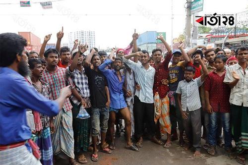Rickshaw pullers remove blockade