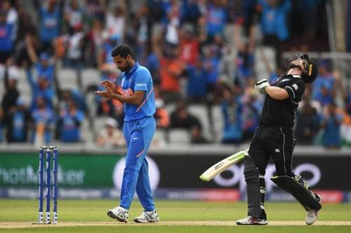 India restrict New Zealand in 239-run