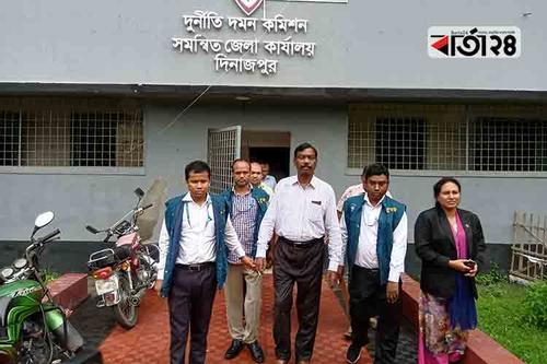 দিনাজপুর জেলা সমাজসেবা কার্যালয়ের উপপরিচালক গ্রেফতার