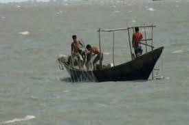 Trawler carrying 6 deaths washes ashore in Cox's Bazar
