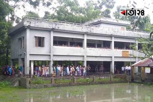 পটুয়াখালীতে ইউপি নির্বাচন: বৃষ্টির মধ্যেও ভোটারদের সরব উপস্থিতি