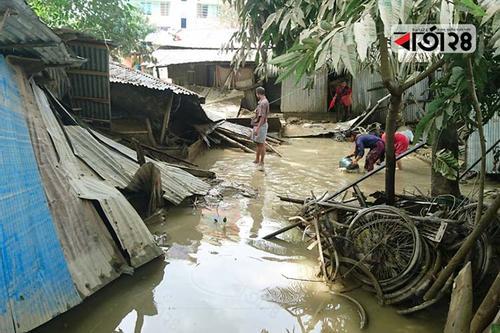 বান্দরবানে ঘরে ফিরছে বন্যার্তরা, বিশুদ্ধ পানির তীব্র সংকট