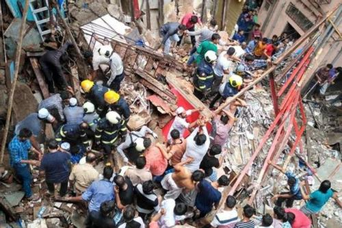 2 people killed, 40 trapped in Mumbai building collapse