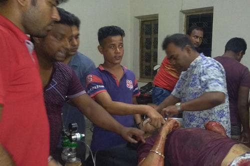দুর্বৃত্তদের হামলায় ছাত্রলীগ নেতা আহত, ঢাকায় প্রেরণ