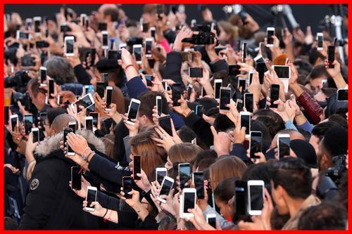 ৫ ঘণ্টার বেশি স্মার্টফোন ব্যবহারে স্বাস্থ্য ঝুঁকি: গবেষণা