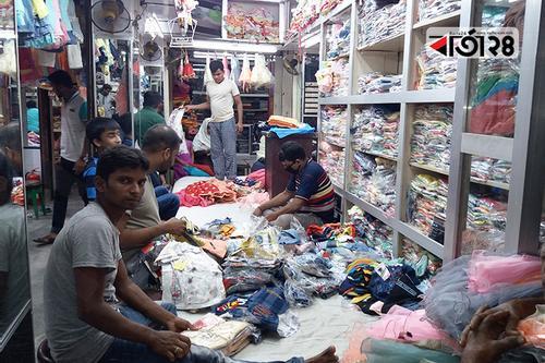 চাঁপাইনবাবগঞ্জের পোশাক ব্যবসায়ীদের মাথায় হাত