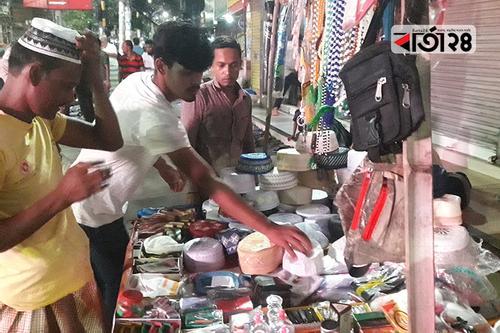 শেষ মুহূর্তের কেনাকাটায় বৃষ্টির বাগড়া