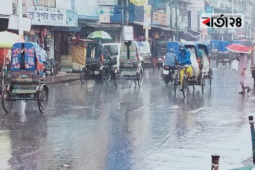 খুলনায় গুঁড়ি গুঁড়ি বৃষ্টি, শেষ মুহূর্তের কেনাকাটায় ব্যাঘাত