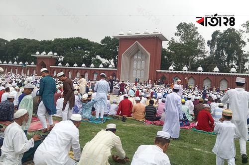 'গোর-এ শহীদ' ঈদগাহে মুসল্লিদের স্রোত