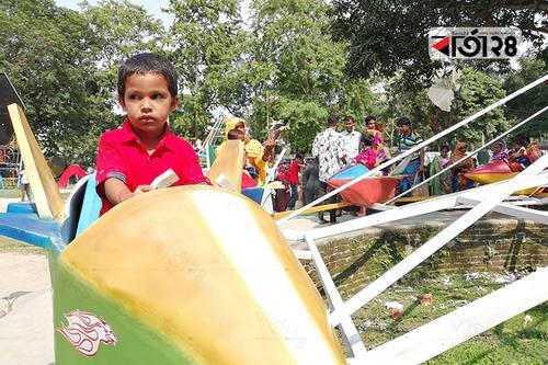 রংপুরে ভ্যাপসা গরমেও বিনোদন কেন্দ্রে ভিড়