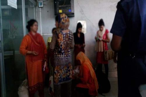 ভারতে পাচার ছয় তরুণীকে বেনাপোলে হস্তান্তর