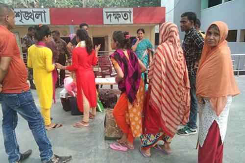 ভারতে পাচার ৬ বাংলাদেশি নারী-শিশুকে বেনাপোলে হস্তান্তর