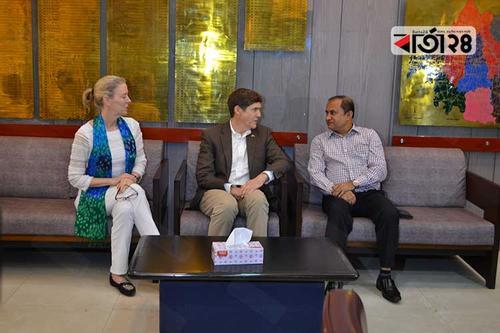 বগুড়া জেলা প্রশাসকের সঙ্গে মার্কিন রাষ্ট্রদূতের সাক্ষাৎ