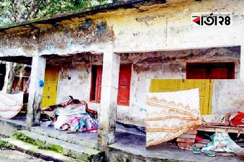 কুমিল্লায় বন্ধ লাইব্রেরিতে নষ্ট হচ্ছে শত শত বই
