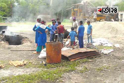 বিদ্যালয় মাঠে রাস্তার নির্মাণ সামগ্রী, ধোঁয়ায় অসুস্থ শিক্ষার্থীরা