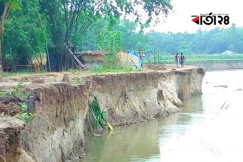 হিংস্র হয়ে উঠছে ধরলা নদী