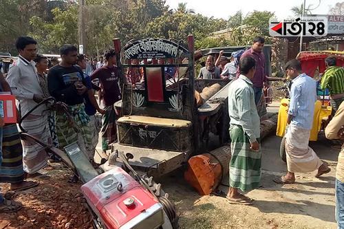 রাজশাহীতে কাঠবোঝায় ট্রলি উল্টে চালক নিহত