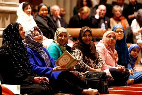 ব্রিটেনে ইসলাম ধর্ম গ্রহণে এগিয়ে নারীরা