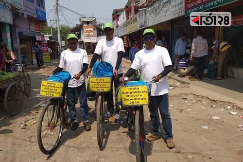 পরিবেশ বাঁচাও স্লোগান নিয়ে ৩ ভারতীয় বাংলাদেশে