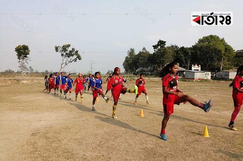 নারী ফুটবলার তৈরির গ্রাম নয়াপুকুর