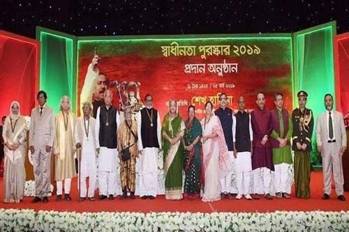 Prime minister distributes 'Swadhinata Padak'
