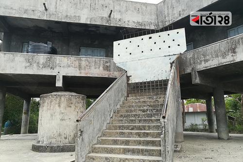 মংলায় আশ্রয় কেন্দ্রে ঝুলছে তালা