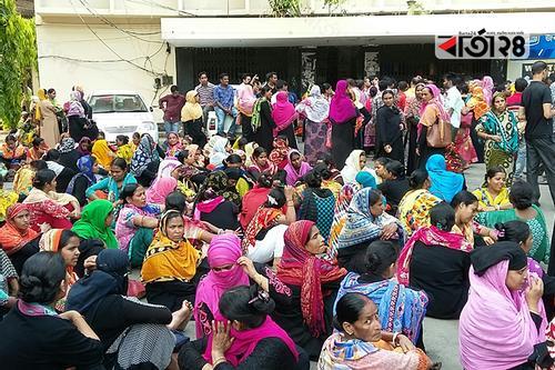 চট্টগ্রামে বেতনের দাবিতে গার্মেন্টস শ্রমিকদের বিক্ষোভ